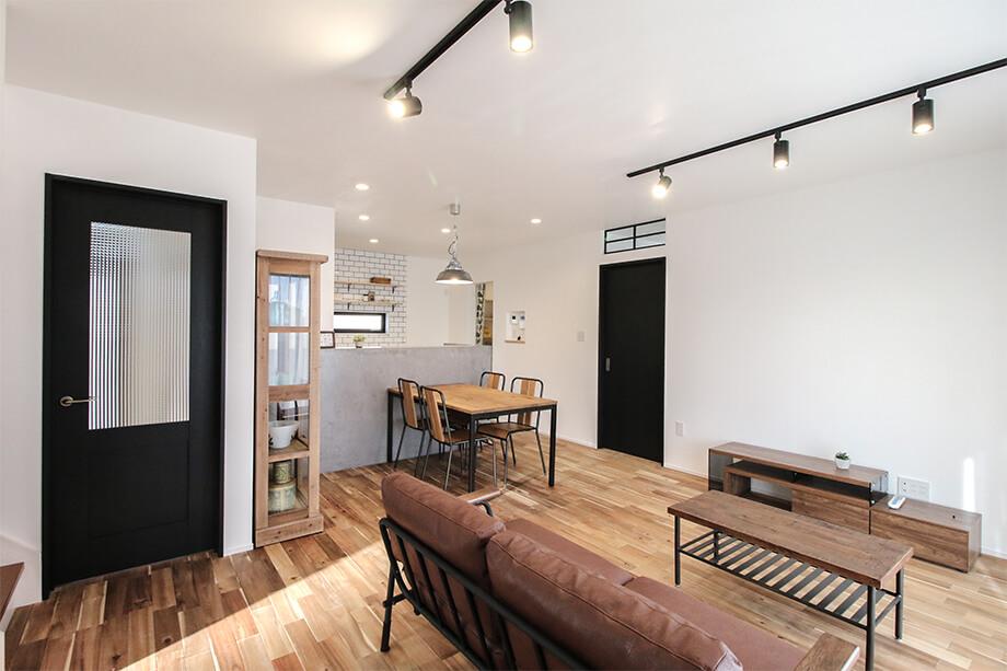 注文住宅レポート#049 菊川市加茂R様邸 「アメリカンヴィンテージ家具が似合う 趣味を楽しむお家」