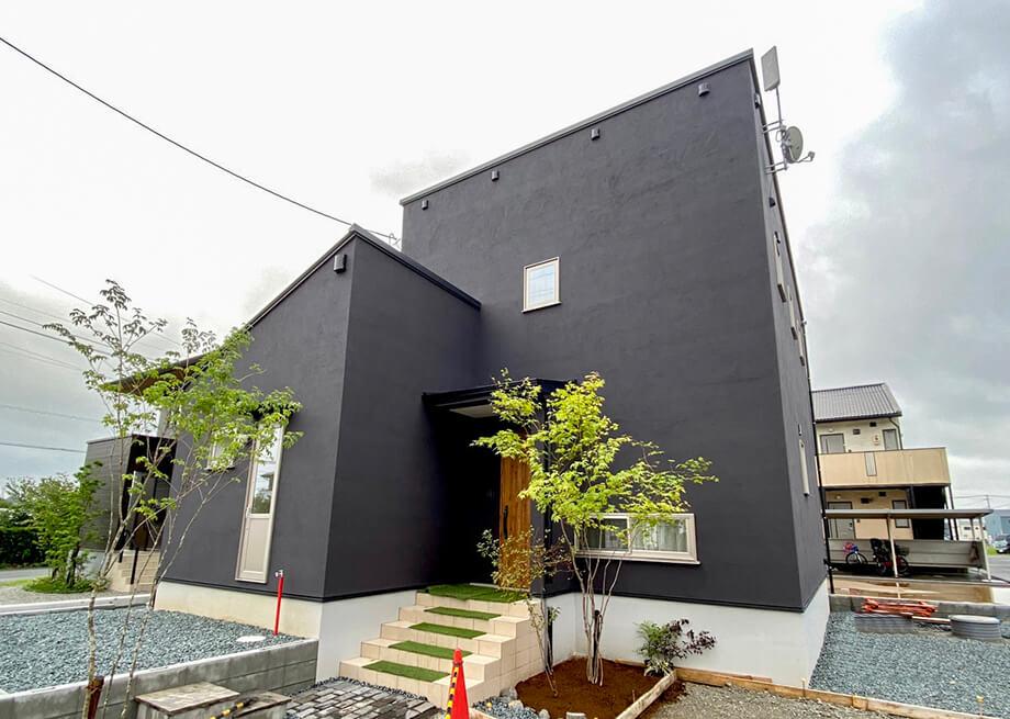 53色から選べる外壁 JCOLORS 〔塗り壁のお家〕