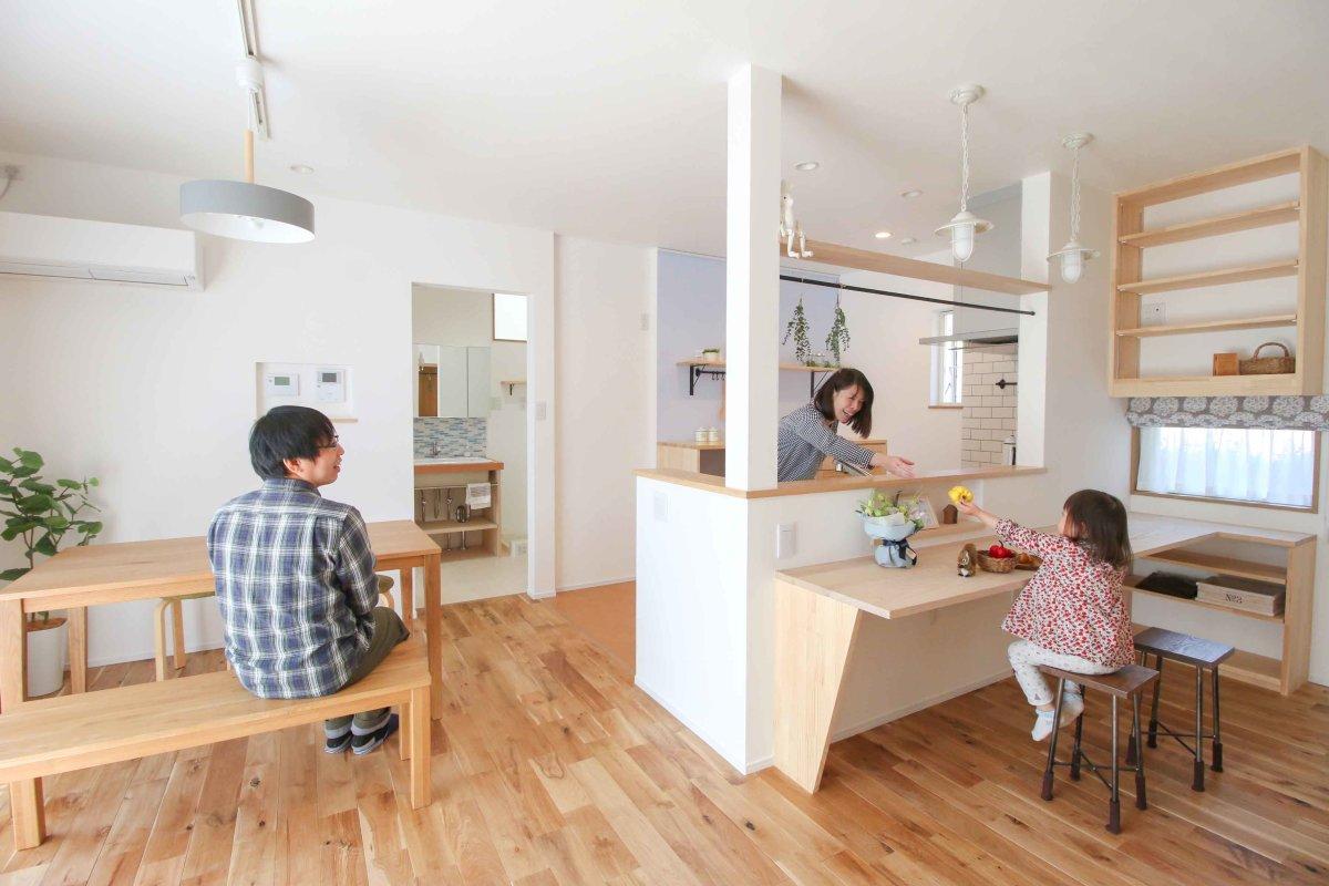『オープンで家族を感じる書斎スペース』