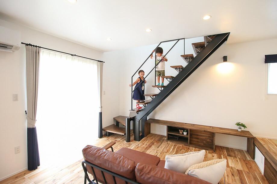 家の印象が変わる* 3種のおしゃれなスケルトン階段