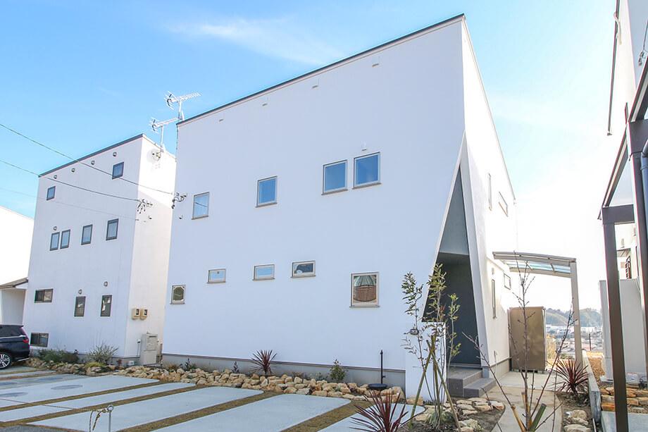 注文住宅レポート#064 掛川市紅葉台 「三角玄関の四角いお家」